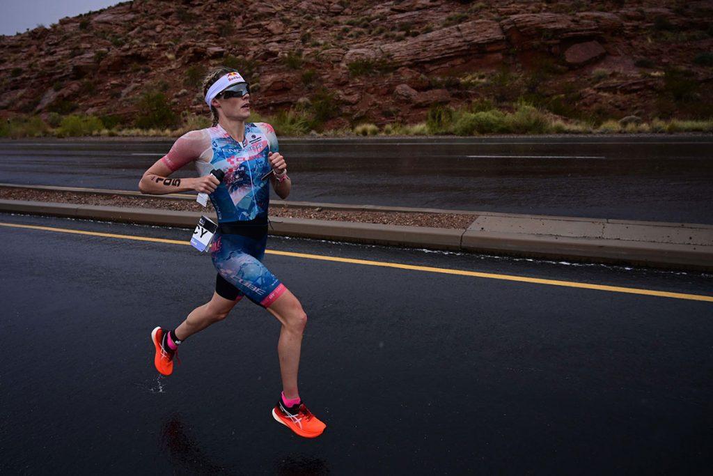 Lucy Charles-Barclay - Ironman 70.3 World Championship 2021 run